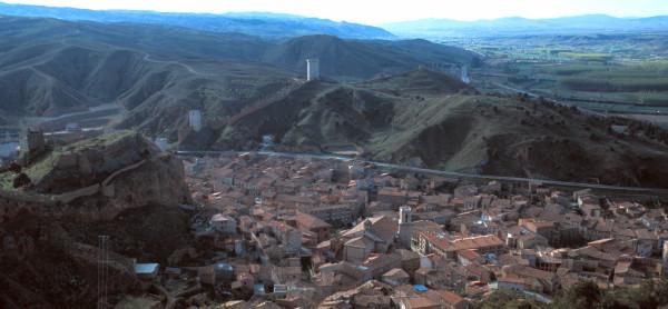 Vista general de Daroca con la sierra y el valle del Jiloca