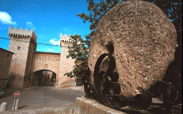 El Ruejo, salvador de la ciudad, instalado en lugar de honor junto a la Puerta Baja.